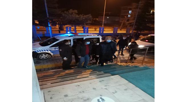 Afyon'da evde kumar oynayan 16 kişiye ceza uygulandı
