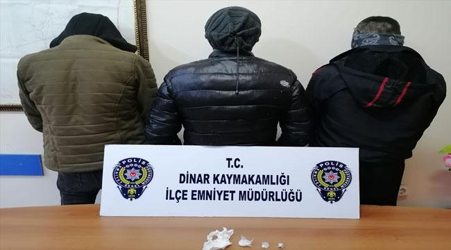 Afyon'da uyuşturucuyla yakalanan 3 kişi gözaltına alındı