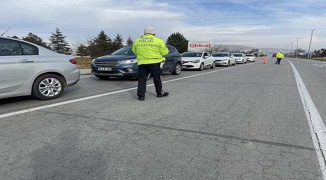Afyonkarahisar'da polis ve jandarma denetimlere devam ediyor