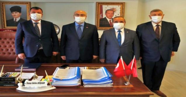 Başkan Şahin, İzmir Valisi Yavuz Selim Köşger'i ziyaret etti