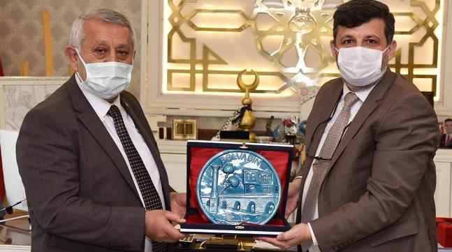 Başkan Zeybek, Başkan Kayacan'ı ziyaret etti