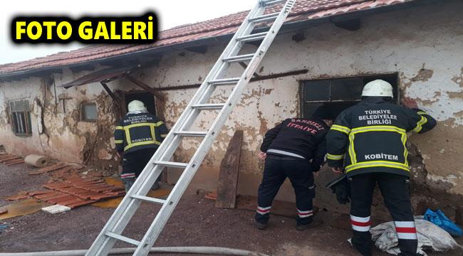 İki katlı ev yangında kullanılamaz hale geldi