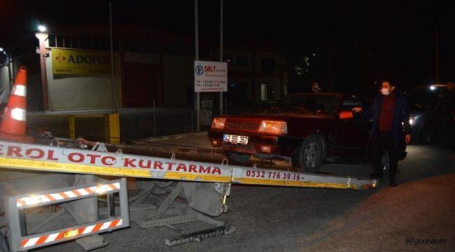 Kısıtlamayı ihlal ettiler, araç içinde alkol alıp polisten kaçtılar!..