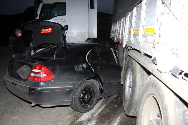 Otomobil tıra çarptı, 1 kişi ağır yaralandı