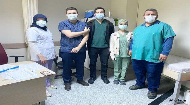 Şuhut'ta koronavirüs aşısı sağlık personeline yapılmaya başladı