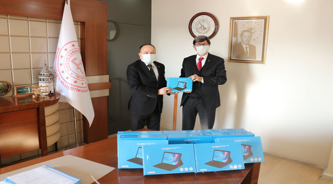 Tabletler İl Milli Eğitim Müdürlüğü'ne teslim edildi