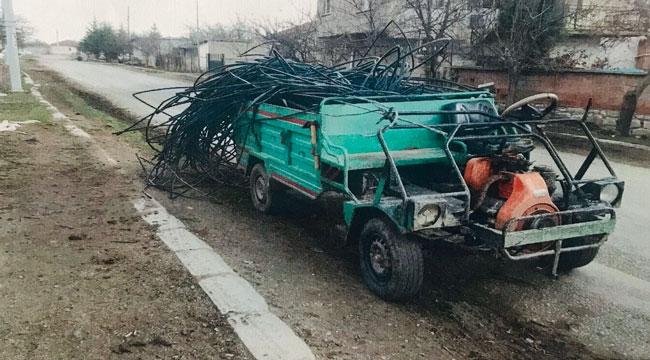 Tarlada bulunan elektrik direğine ait demir malzemeleri çalan şahıs yakalandı