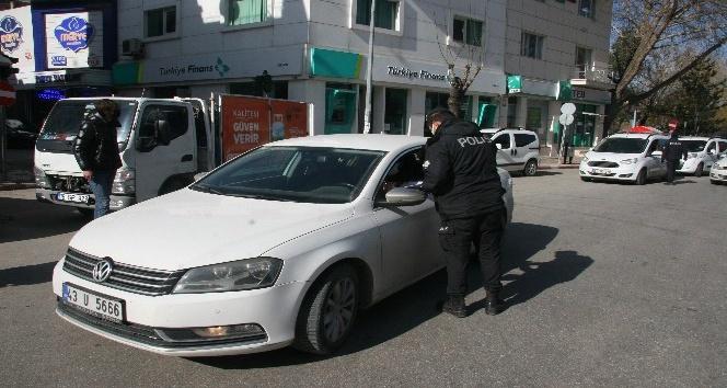 Afyon'da araç hareketliliği artınca, Polis ekipleri denetimleri sıklaştırdı