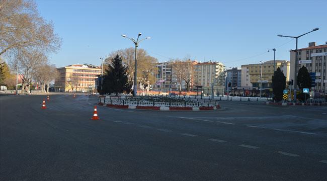 Afyon'da cadde ve sokaklardaki sessizlik sürüyor