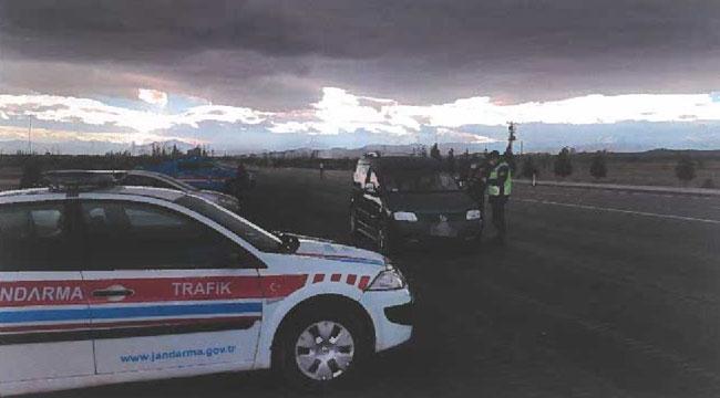 Afyon'da Jandarma korona denetimlerinde 33 kişiye 87 bin lira ceza kesti