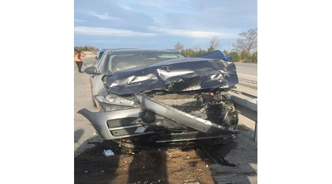 Afyon'da otomobil kamyona çarptı: 4 yaralı