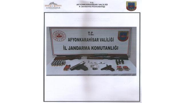 Afyon'da uyuşturucu satan 2 kişi gözaltına alındı