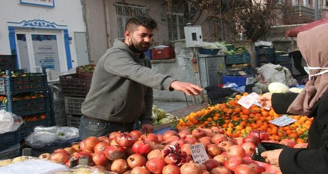 Afyonlu pazarcı esnafı: Soğuklar nedeniyle meyve sebze fiyatları arttı, fiyatlar normale dönecek
