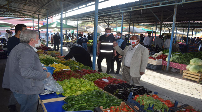 Başkan Şahin pazarcı esnafı ile bir araya geldi