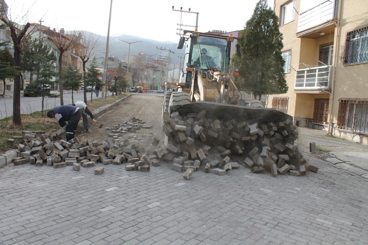Çay Atatürk Bulvarında çevre düzenleme çalışmaları başladı