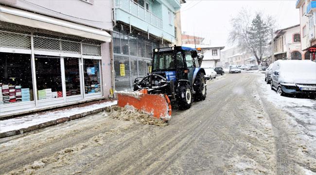 Çay'da kar temizleme çalışmaları devam ediyor