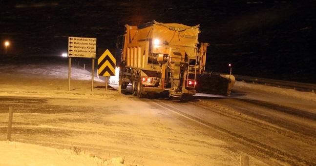 Dumlupınar rampasında tipi ve buz trafiği aksatıyor