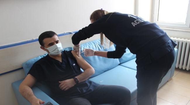Emirdağ kaymakamı ve belediye başkanı korona aşısı oldu