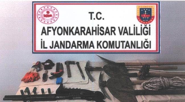 Frig vadisinde kaçak kazı yapan 5 şüpheli gözaltına alındı
