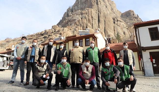 İHH, Afyon'da ailelere yardım kolisi dağıttı