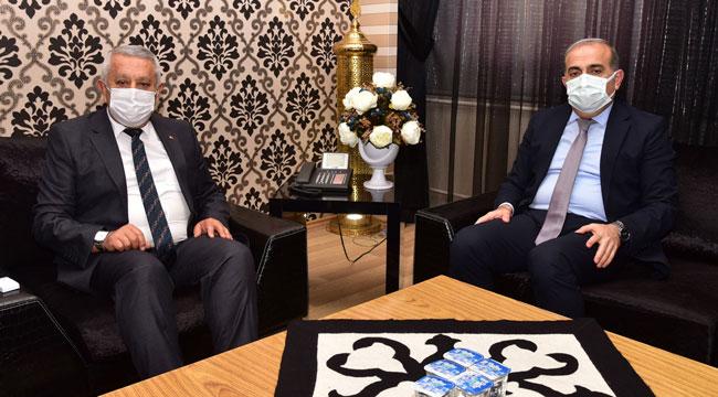 İsmail Yılmaz, Başkan Zeybek'i ziyaret etti