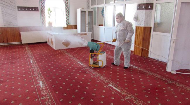 Sandıklı'da, Regaip Kandili öncesi camiler dezenfekte edildi