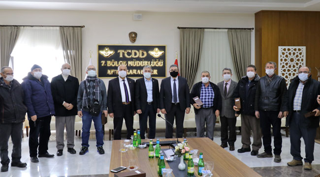 TCDD 7. Bölge Müdürlüğü emekli olan personele köstekli saat hediye etti