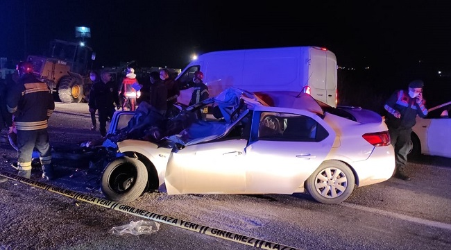 Trafik kazası: Anne ve baba öldü, 2 çocuğu ağır yaralandı