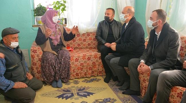 Yaralı askerin ailesine ziyaret