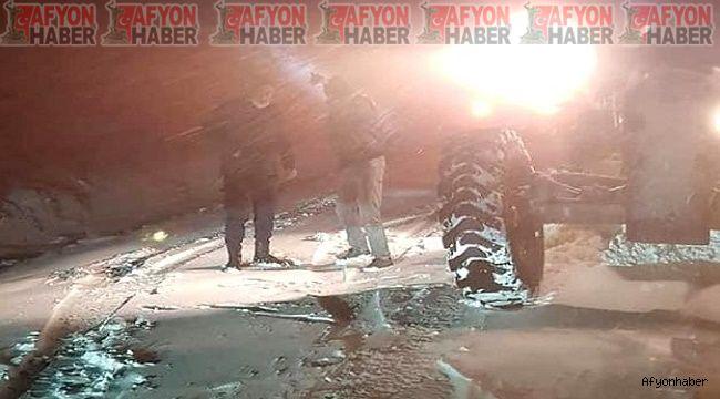 Afyon'da aniden bastıran kar yağışında köy yolunda mahsur kaldılar