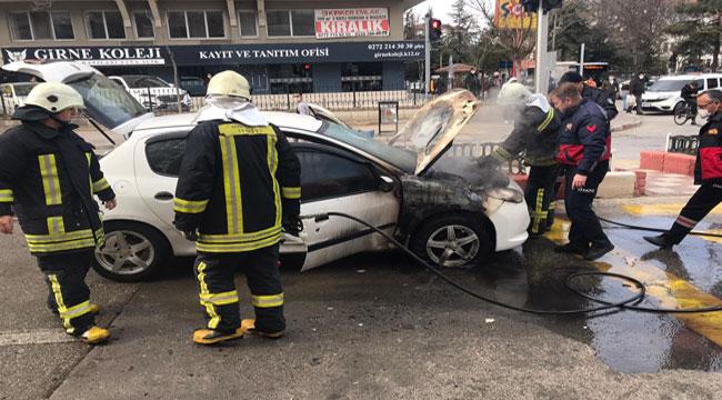 Afyon'da araç yandı, sürücü canını son anda kurtardı