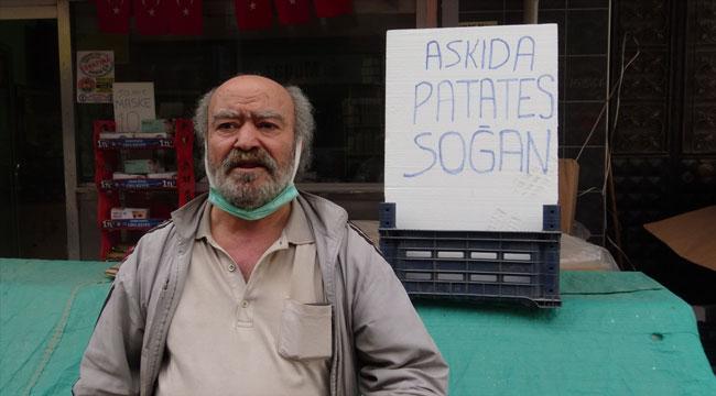 Afyon'da bir esnaf askıda patates ve soğan uygulaması başlattı