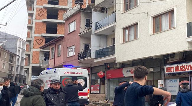 Afyon'da bir işçi 8 metre yüksekte ördüğü duvarla birlikte yere düştü
