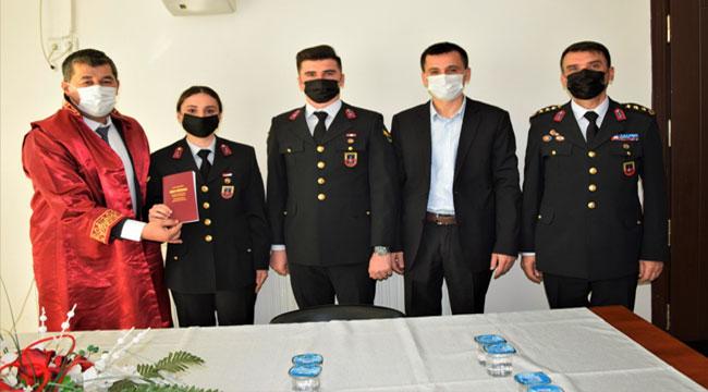 Afyon'da jandarma astsubay çift, nikah masasına üniformalarıyla oturdu