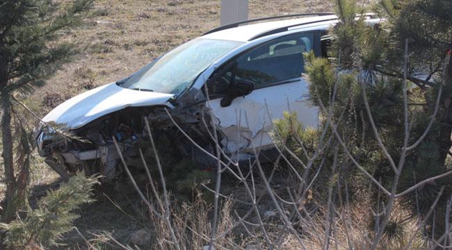 Afyon'da otomobil şarampole yuvarlandı: 4 yaralı