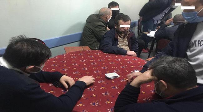 Afyon'da polisten eve kumar baskını 18 kişiye para cezası