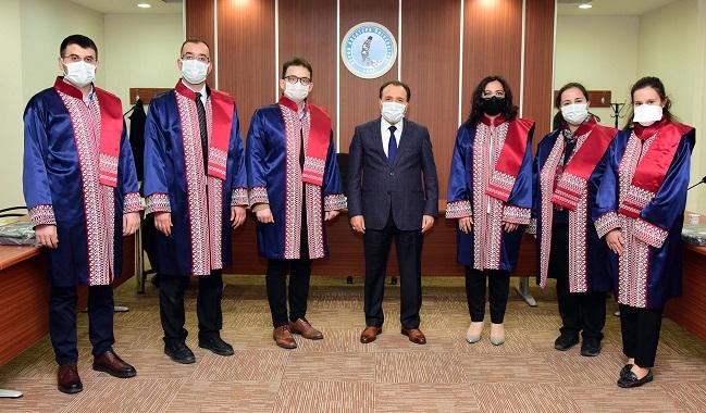AKÜ'de yeni atanan öğretim üyelerine cübbe giyme töreni