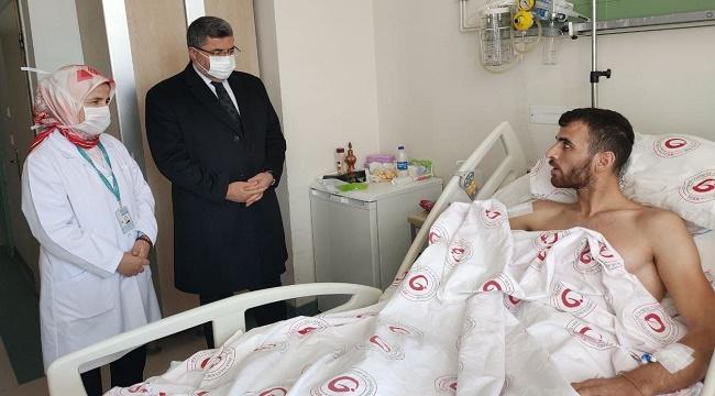 Ali Özkaya, Fırat Kalkanı Harekatında yaralanan Şuhutlu Mehmetçiği ziyaret etti