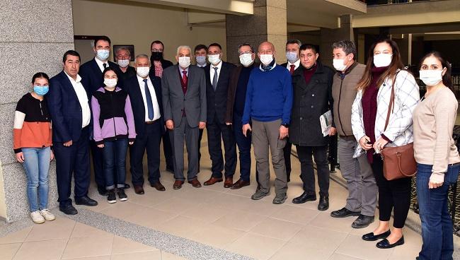 Başkan Zeybek, ilk ziyaretini gazetecilere yaptı