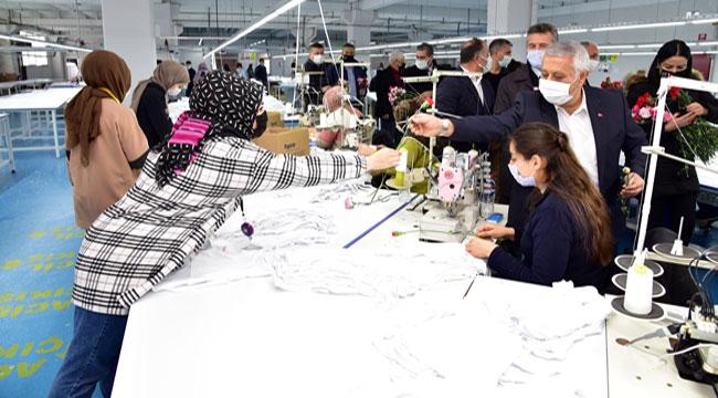 Başkan Zeybek tekstil fabrikasını ziyaret etti l Tıkla izle