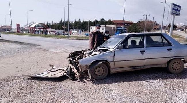 Bolvadin'de trafik kazası, 2 yaralı