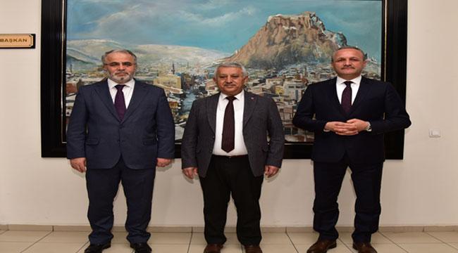 Burhan İşliyen, Başkan Zeybek'i ziyaret etti