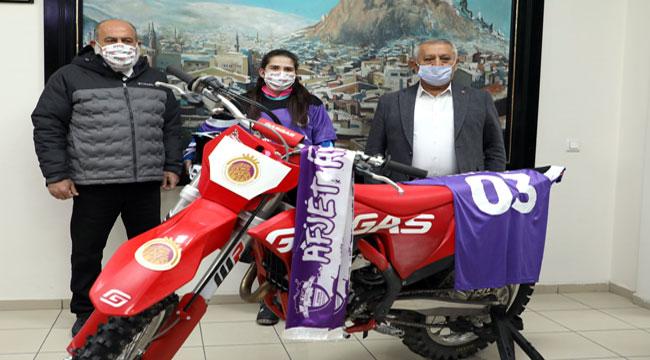 Dünya Motokros Şampiyonası'nda bir ilk