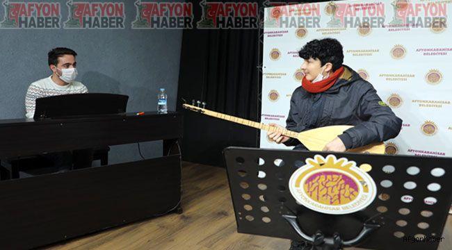 Afyonkarahisar Belediyesi Kültür ve Sanat Akademisi tarafından açılan enstrüman kurslarında seçmeler yapılıyor