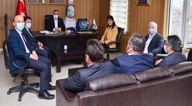 Memur Sen'in Afyon İl Başkanları, Başkan Altuntaş'ı ziyaret etti