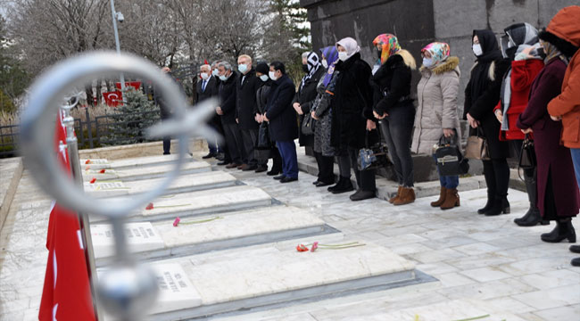 MHP Afyonkarahisar il teşkilatı Afyon'da bulunan şehitlikleri ziyaret etti
