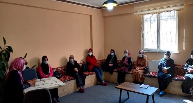 """Şuhutlu kadınlara """"etkili iletişim"""" semineri"""