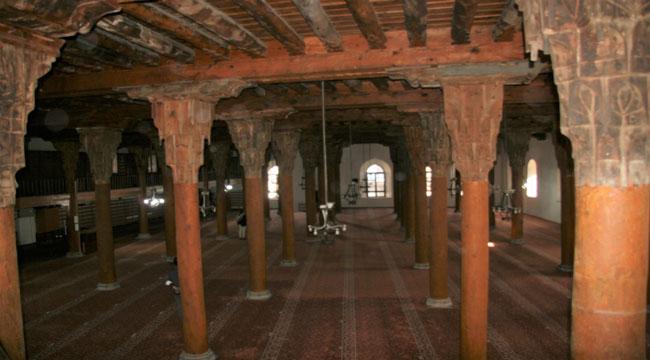 Türk ahşap oyma sanatı ve taş işçiliğinin örneklerinden Afyon Ulu Camii
