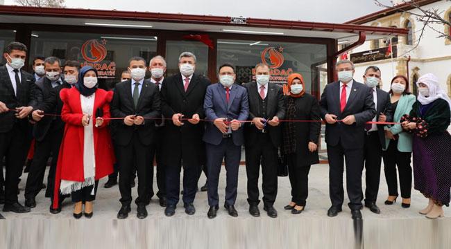 Vali Çiçek Emirdağ Kadın Kültür Market'in açılışını yaptı