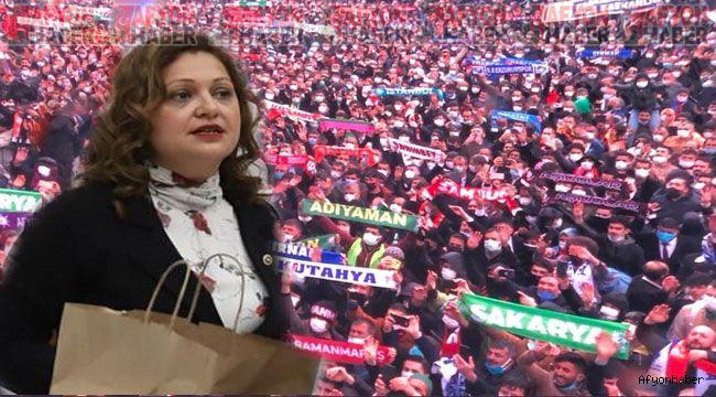 Burcu Köksal'dan AK Parti kongresi tepkisi: Virüsle anlaşma mı yaptınız?